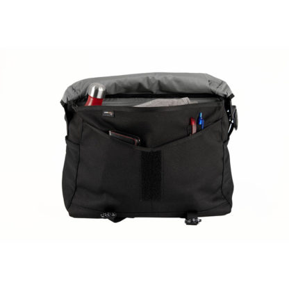Brompton_metro_messenger_bag_large_black_3_Eat-Sleep-Cycle